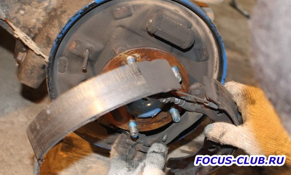 Замена задних барабанных тормозных колодок на Focus 2 - 213.jpg