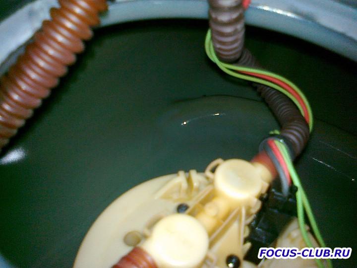 Снятие бака и замена топливного фильтра Focus 1 - 27062011489.jpg